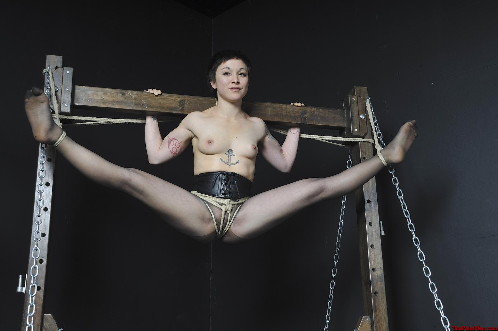 suspension-bondage-girls